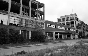 The abandoned and decaying Packard Motor Car Manufacturing plant, built in 1907 and designed by Albert Kahn, is seen near downtown Detroit, Michigan June 21, 2009. As communities from Buffalo to Milwaukee struggle with shuttered factories and vacant neighborhoods, some have turned abandoned properties into parks, gardens and other open space, even going so far as to plow under entire neighborhoods. In Flint, Michigan, the birthplace of General Motors, a pioneering program that allows local government to capture profits from tax foreclosures has generated funds to demolish over 1,000 abandoned homes in the past five years. Picture taken June 21. REUTERS/Rebecca Cook (UNITED STATES TRANSPORT BUSINESS EMPLOYMENT)